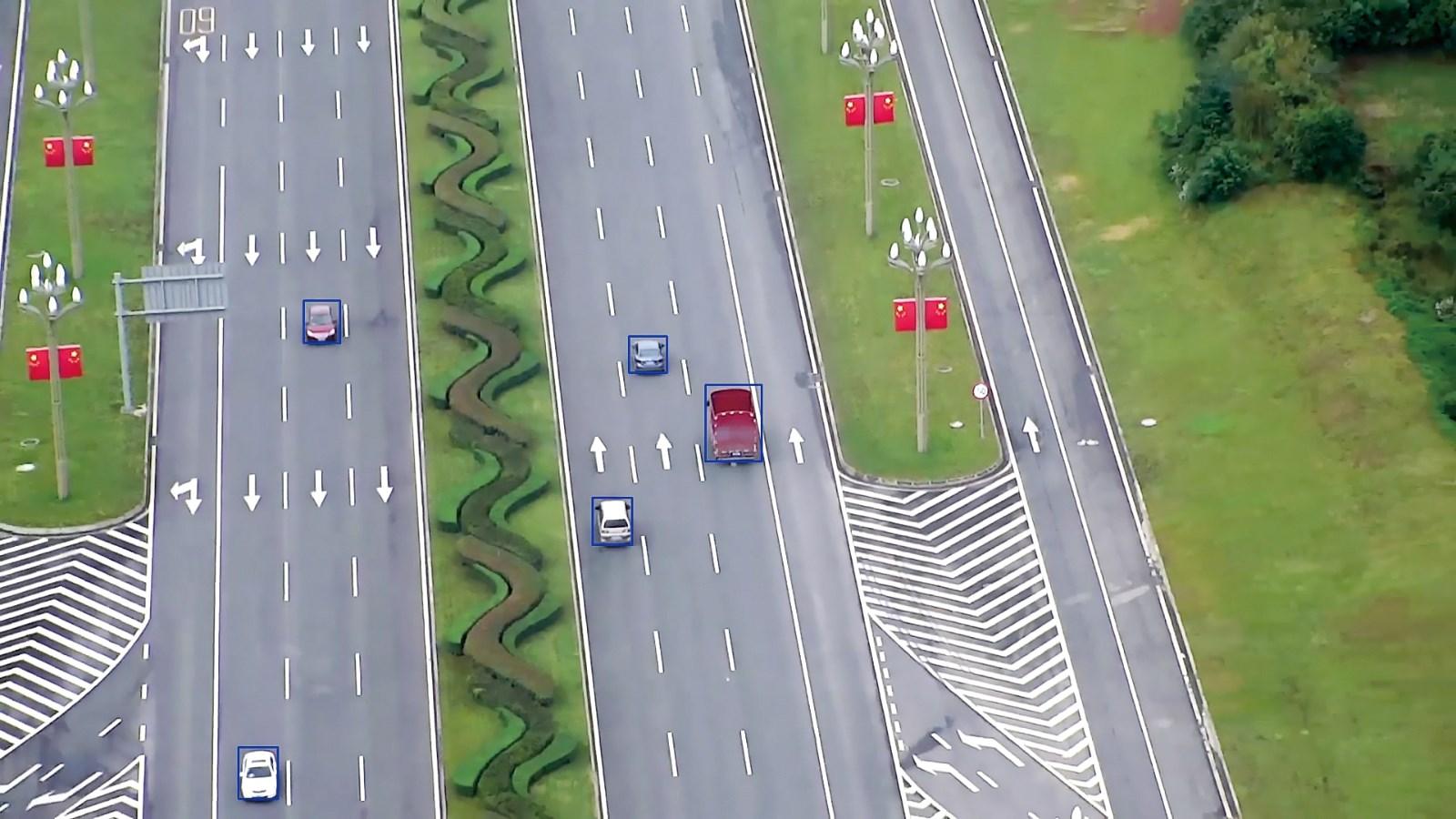 跟踪识别目标车辆.jpg