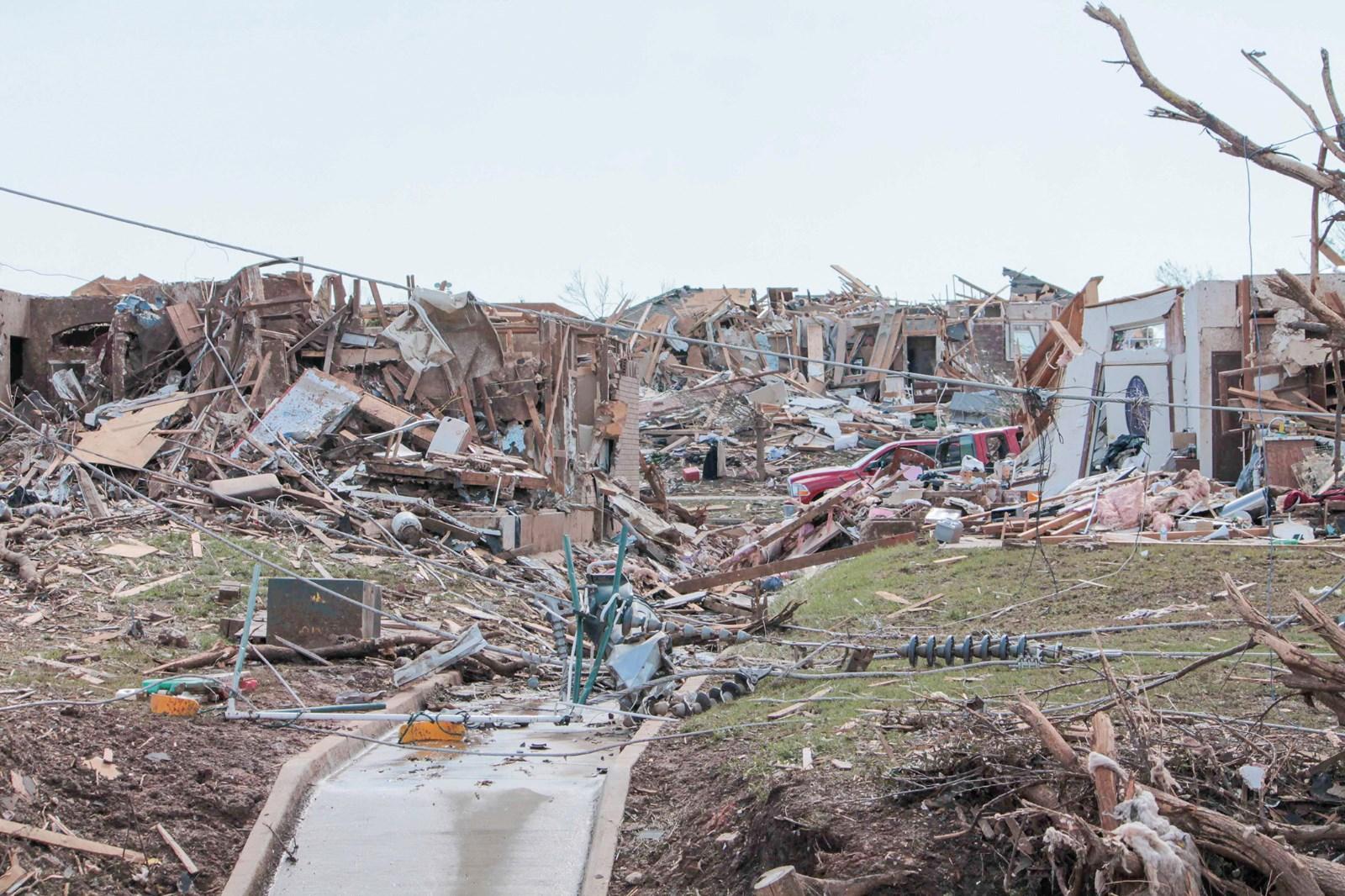 3---扫描被破坏的建筑物和瓦砾.jpg